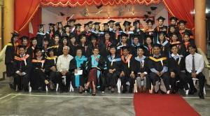 800px-College_Graduation_2012
