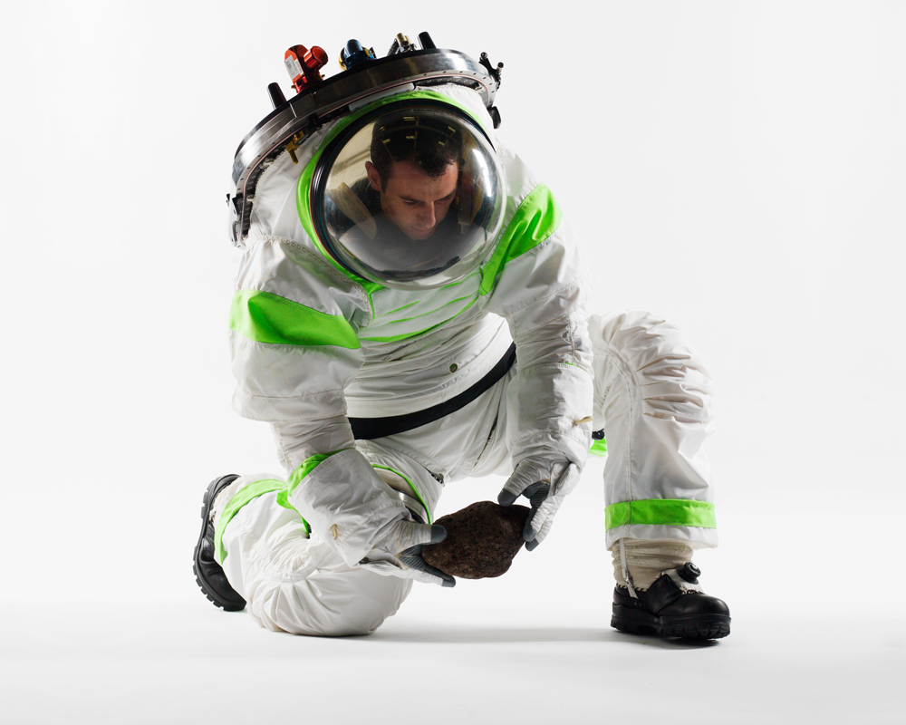 Z1kneeling for Space suit design