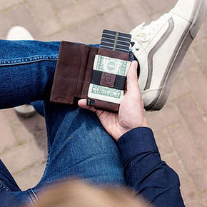 Ekster 3.0 Smart Wallet with Voice-Activated Tracking